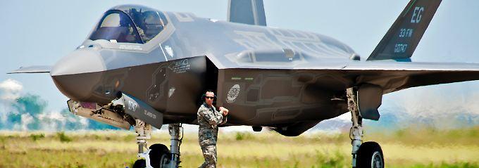 """Ein Flugzeug für alle Teilstreitkräfte? Ein sogenannter Joint Strike Fighter (JSF) vom Typ F-35 """"Lightning II"""" (Archivbild)."""