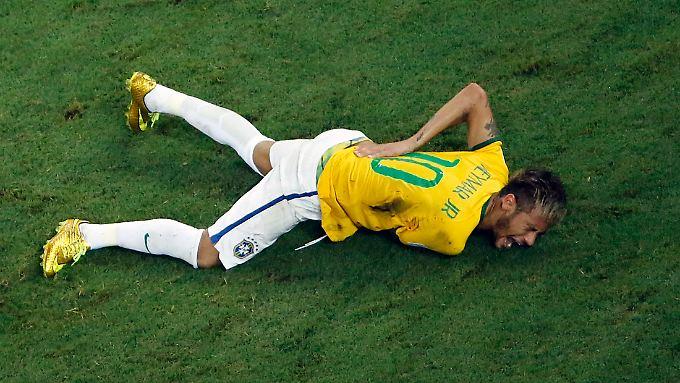 Neymar nach dem Foul, das für ihn das WM-Aus bedeutete.