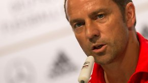 Vor dem Spiel gegen Brasilien: Pressekonferenz zur DFB-Taktik mit Schweinsteiger und Flick
