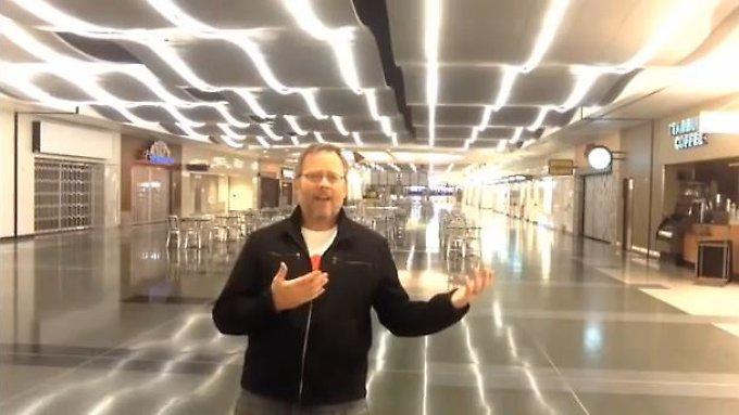 Ganz alleine am Flughafen: Richard Dunn.