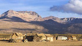 Häuser im Sajama-Nationalpark, Altiplano-Hochland, in Bolivien.