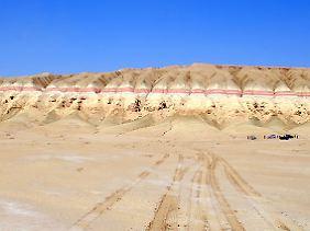 Trocken, abgelegen, unwirtlich - und geologisch hoch interessant: Die Landschaft der Karakum-Wüste bietet nicht nur Geologen ganz eigene Reize.