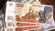 Euro fast unverändert: Rubel rauscht runter