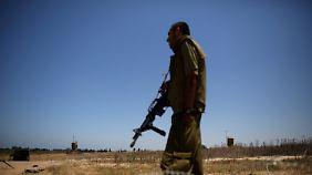 Reaktion auf Raketenbeschuss: Israel droht mit Bodenoffensive