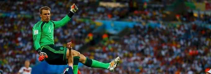 Elfmeter oder nicht? Neuers und Higuíns Zweikampf im WM-Finale.