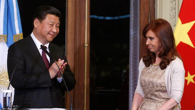 Chinas Präsident Xi Jinping (l.) hilft Argentiniens Staatschefin Cristina Fernandez de Kirchner mit einem Milliardenkredit.