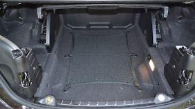 Wenn das Dach geschlossen ist, gibt es 370 Liter Kofferraumvolumen.