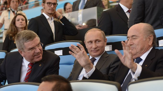 Die drei mächtigsten Männer im Weltsport: IOC-Präsident Thomas Bach, Wladimir Putin, Fifa-Boss Joseph Blatter.