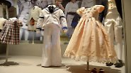 In dem pfirsichfarbenen Kleid erfüllt sich Zara Philips mit fünf Jahren einen Mädchentraum. Sie trägt es bei der Hochzeit ihres Onkels Andrew und seiner späteren Ex-Frau Sarah Ferguson.