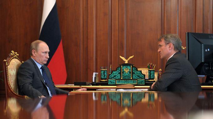 Russland Präsident Wladimir Putin und Sberbank-Chef German Gref.