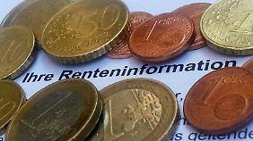 In der Renteninformation steht der Bruttowert. Aktuell müssen davon noch 8,2 Prozent Sozialabgaben abgeführt werden.