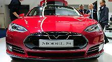 """Mischen die Saudis mit?: Musks """"Plan B"""" bremst Tesla-Aktie aus"""