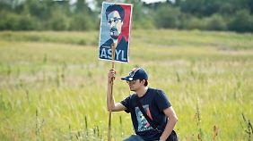 Wer gewährt Whistleblower Asyl?: Keiner weiß, wie es mit Snowden weitergehen soll
