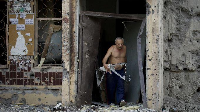 Ein Wohnhaus in Donezk nach Beschuss. Zehntausende sind aus der Stadt geflohen.