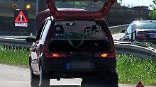 Bloß vorgetäuscht? Bei einer vermeintlichen Panne sollten Fahrer nicht selbst anhalten, sondern die Polizei informieren.