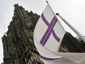 Wer sich auf eine Referentenstelle bei der Evangelischen Kirche in Deutschland bewirbt, muss Mitglied der Kirche sein.
