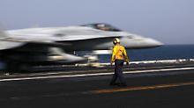"""Vom Flugzeugträger """"George H.W. Bush"""" im Persischen Golf starten die Jets in Richtung Irak."""