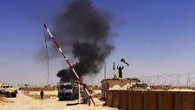 Islamisten feiern die Einnahme eines Militärstützpunktes in der Provinz Ninive.