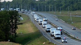 Konvoi mit Hilfsgütern oder Waffen?: 280 russische Lkw rollen Richtung Ukraine