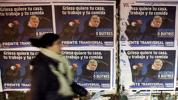 """Plakate in Buenos Aires: Der US-Richter Griesa wolle """"dein Haus, deine Arbeit und dein Essen""""."""