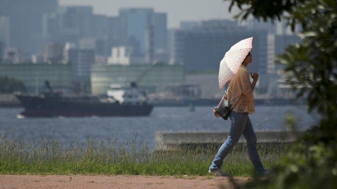 Hochsommer in Tokio: Das Thermometer steigt, die Exporte ziehen an.
