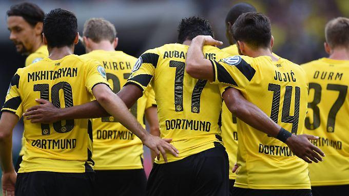 Sieg bei den Stuttgarter Kickers: Im DFB-Pokal ist der BVB schon einmal eine Runde weiter.