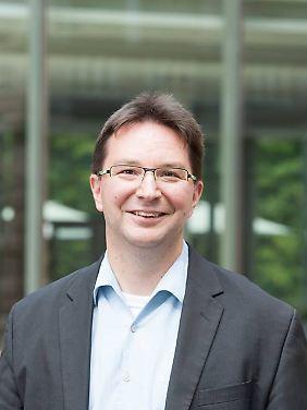 Dr. Michael Blume lehrt als Religionswissenschaftler an der Universität Jena. Außerdem bloggt er über seine Forschungen auf scilogs.de/natur-des-glaubens.