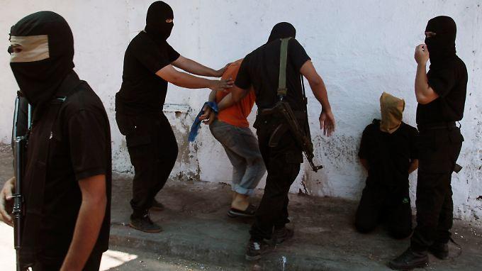 Kurz vor einer öffentlichen Hinrichtung in Gaza-City.