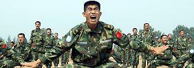 Soldaten der chinesischen Volksbefreiungsarmee bei einer Übung.