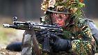 Einen Hauptteil der ersten Lieferung machen Sturmgewehre vom Typ G3 aus. Dafür gräbt die Bundeswehr tief in ihren Depots: Insgesamt 8000 der größtenteils bereits eingemotteten Gewehre werden in den Irak verschifft.