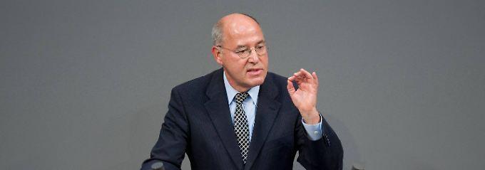 """Gregor Gysi fordert die """"friedensschaffende Weltordnung"""". Waffen will er den Kurden nicht mehr geben."""