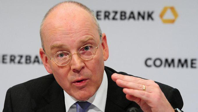 Blessing fordert Euro-Bonds: Banken über Weg aus Schuldenkrise uneins