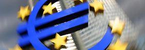 Die Europäische Zentralbank senkte den Leitzins auf 0,05 Prozent. Wer sein Geld jetzt noch rentabel anlegen möchte, muss etwas risikofreudig sein. Foto: Arne Dedert