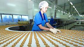Produktion in einer Fabrik des ukrainischen Süßwaren-Herstellers Konti.