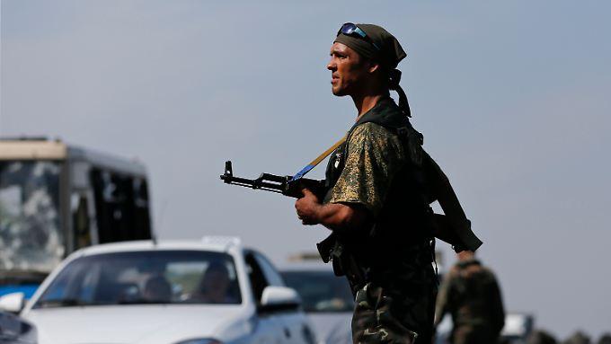 Dass unter den Separatisten auch russische Soldaten sind, ist schon lange ein offenes Geheimnis.