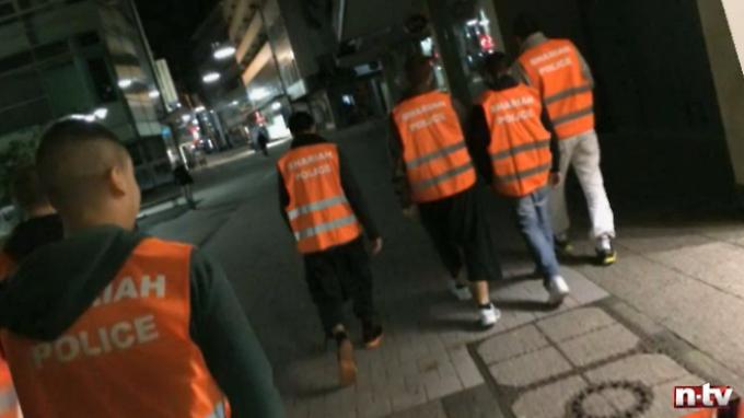 """Alles ganz harmlos? """"Fünf Männekes ziehen eine Weste an und ganz Deutschland steht Kopf."""""""