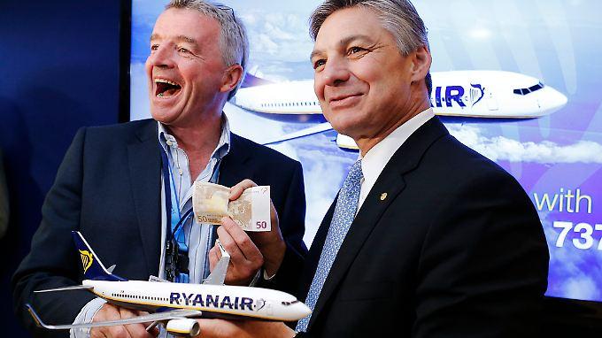 Ryanair-Chef O'Leary und Boeing-Präsident Ray Conner zurrten bereits 2013 einen 737-Deal fest.