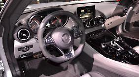 """Das Cockpit des GT ist ein Spiegelbild des AMG-Leitmotivs: """"handcrafted by racers"""", so AMG-Chef Moers."""