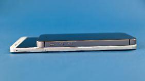 Im Vergleich zum Mate 7 sieht das iPhone 5s geradezu winzig aus.
