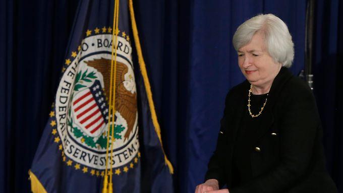 DIe US-Notenbank unter Yellen hebt ihre Leitzins-Prognose für ende 2015 an.