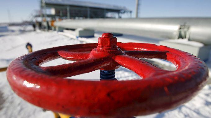Gazprom-Gewinn sackt wegen ausbleibender Zahlungen aus der Ukraine weg.