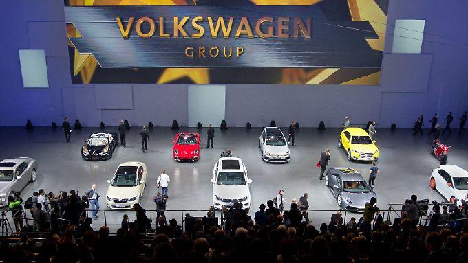 VW habe global von der Modellpalette her nicht so viel zu bieten wie Toyota, meint n-tv.de-Autoexperte Helmut Becker.