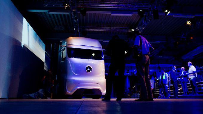 """""""Future Truck 2025"""" von Mercedes-Benz: Zu sehen auf der IAA Nutzfahrzeuge in Hannover"""
