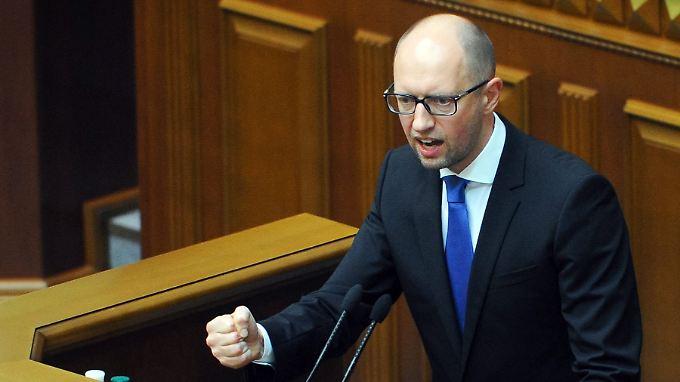 Gab sich auch bei der Uno-Vollversammlung kämpferisch: Ministerpräsident Arseni Jazenjuk vor dem Parlament in Kiew.
