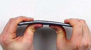 Probleme auch mit iOS-Update: Apples iPhone 6 lässt sich mühelos verbiegen