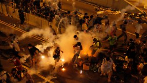 Proteste für mehr Demokratie: Tausende Demonstranten besetzen Straßen von Hongkong
