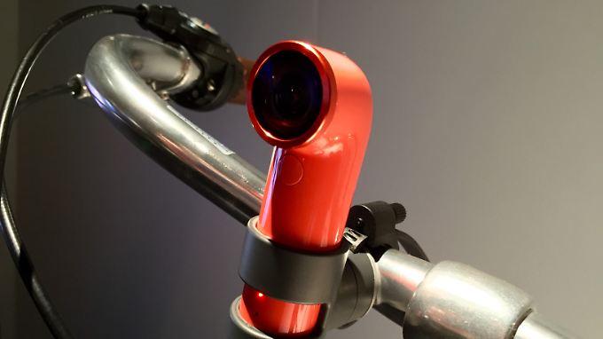 Die RE-Kamera ist denkbar einfach zu bedienen und passt auch an Fahrradlenker.