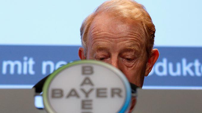 Bayer-Chef Dekkers: Fracking kontrolliert erproben.