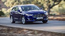 Großer Kühler, scharfer Knick in der Flanke, Powerdomes auf der Motorhaube und schneidige Scheinwerfer, so gibt sich der neue Ford Mondeo.