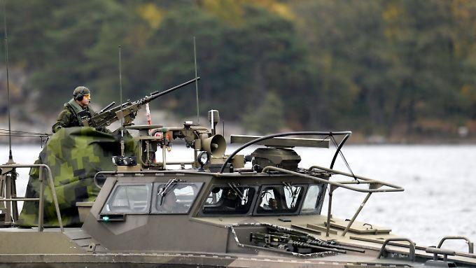 Mit Kriegsschiffen sucht Schweden nach dem Phantom-U-Boot - bislang erfolglos.